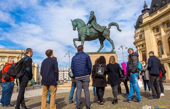 communism-vs-monarchy-free-tour