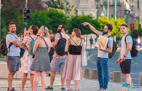 btrip-free-walking-tour-bucharest-group-of-tourists