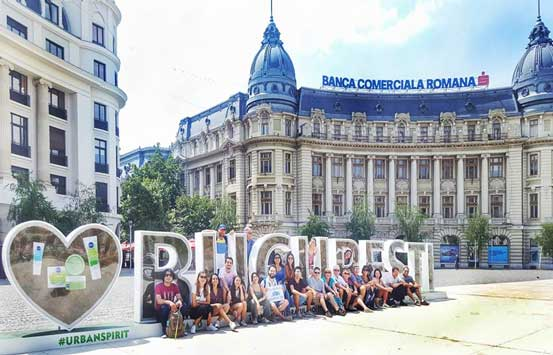 free-walking-tour-bucharest-group-tourists