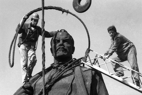 Lenin statue bucharest