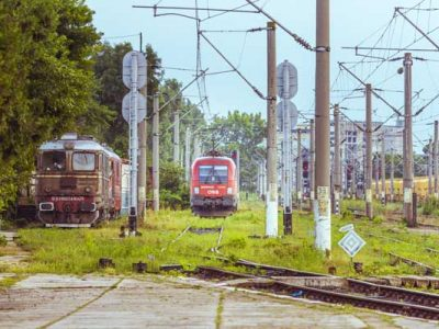 How to travel by train in Romania